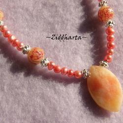 SÅLD! Corallis Halsband & Örhängen med ljust corall röda sötvattenspärlor och Ovalt vackert stenhänge