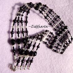 OOAK: Unikt 4-radigt: Black Choker halsband - Goth /Victorian  - handgjort av Ziddharta i Sverige