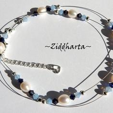 #1 AirBlue & Midnight Blue Swarovski halsband - svävande vita sötvattenspärlor - Necklace White Freshwaterpearls AirBlue and Midnight Blue Swarovski Crystals  - Handmade beaded Jewelry and Beading by Ziddharta