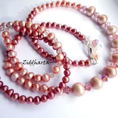 Set: PeachyQueen! Halsband, örhängen & armband - handgjort av Ziddharta i Sverige