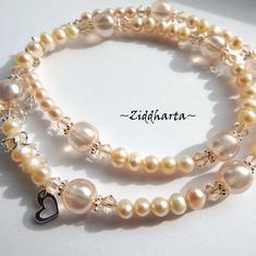 Unika och personliga smycken: Halsband Silky Peach - handgjort av Ziddharta i Sverige