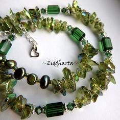 Unika och personliga smycken OOAK - unikt: GreenTurmalin Swarovski - handgjort av Ziddharta i Sverige