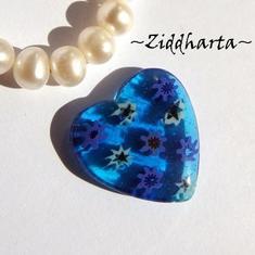 Millefiori glaspärla: Hänge - Blått Hjärta - Halvborrad #31