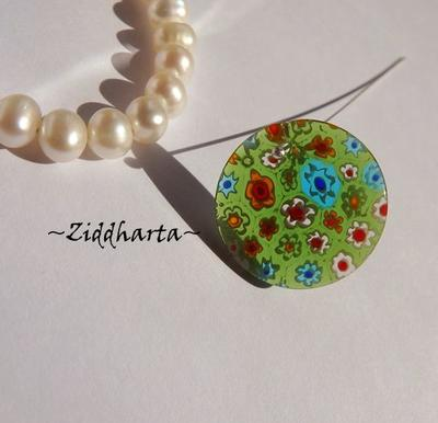 Millefiori glaspärla: Hänge -Grönt Runt - Toppborrad #76