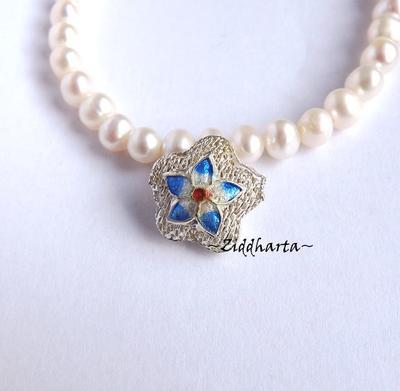 "1 Cloisonné pärla: VITA ""Stjärnblomma"" Filigran #05"