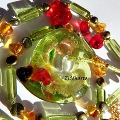 Unikt smycke: Halsband Peridot & Amber - LampWork Heart Pendant - handgjort av Ziddharta